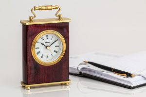 carriage-clock-timepiece-time-minutes